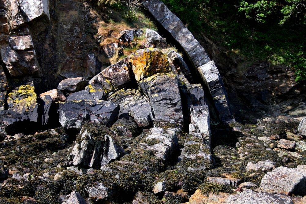 Déformation souple visible sur le site du Loc'h © Maison des Minéraux