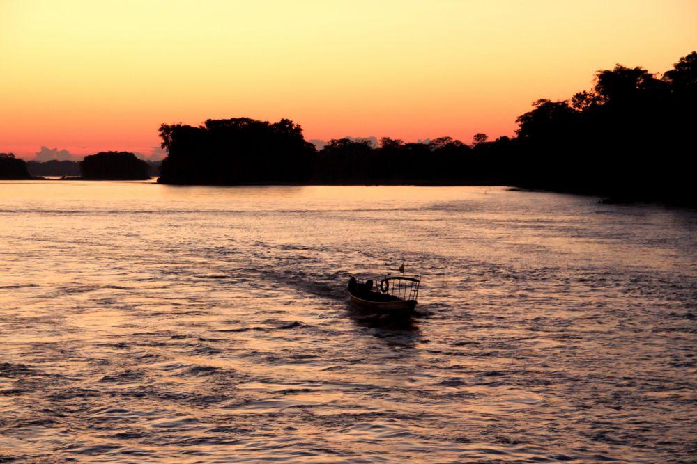 Coucher de soleil sur la rivière Napo © Manatee Amazon Explorer