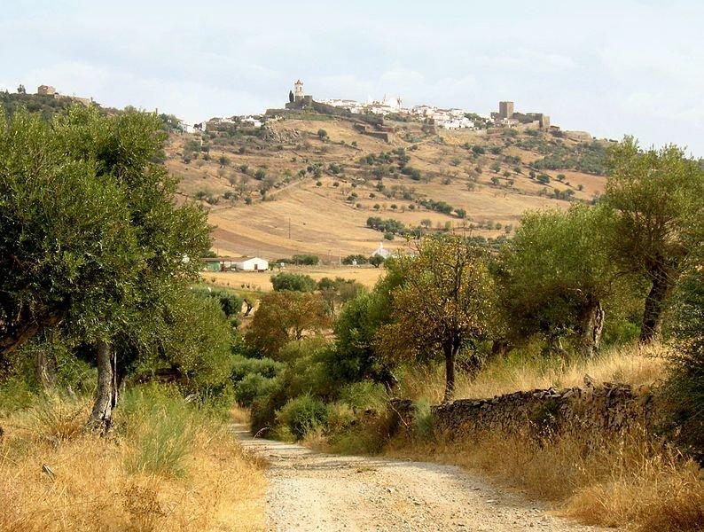 Vue sur Monsaraz à proximité d'Evora © Nikater