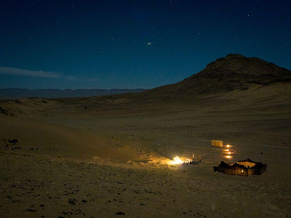 Desert camp ©Richard Allaway