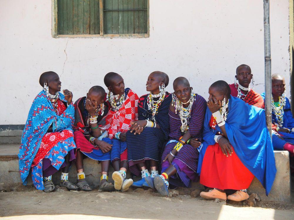 Femmes Maasaï qui discutent