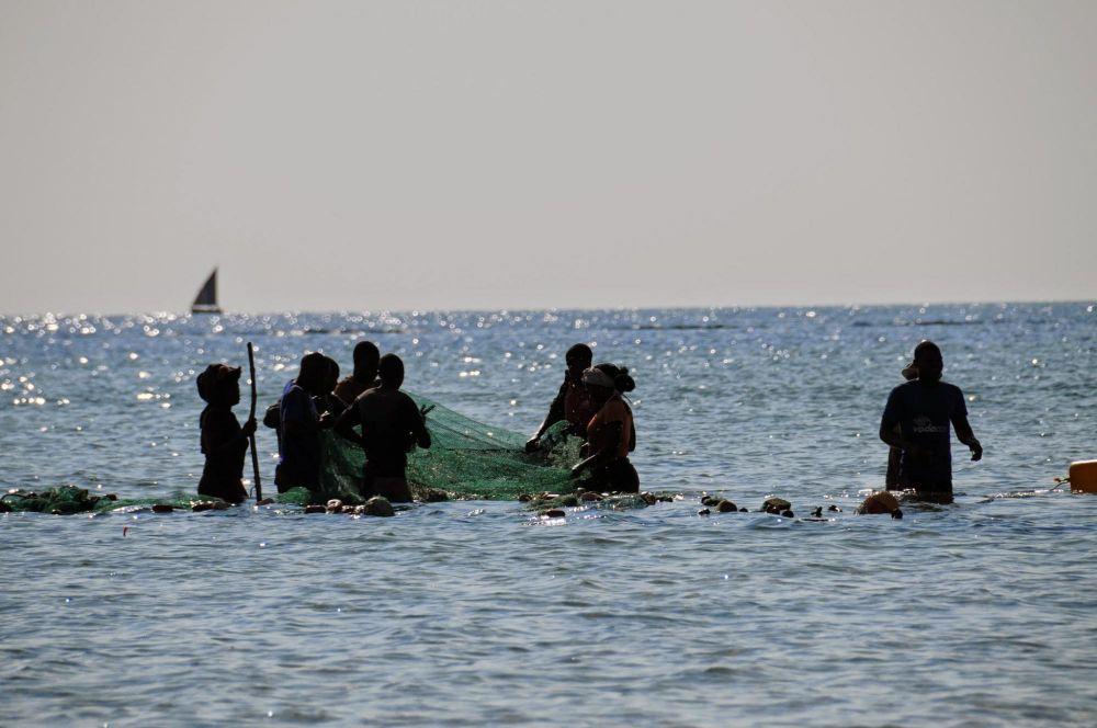pêcheurs sur la plage