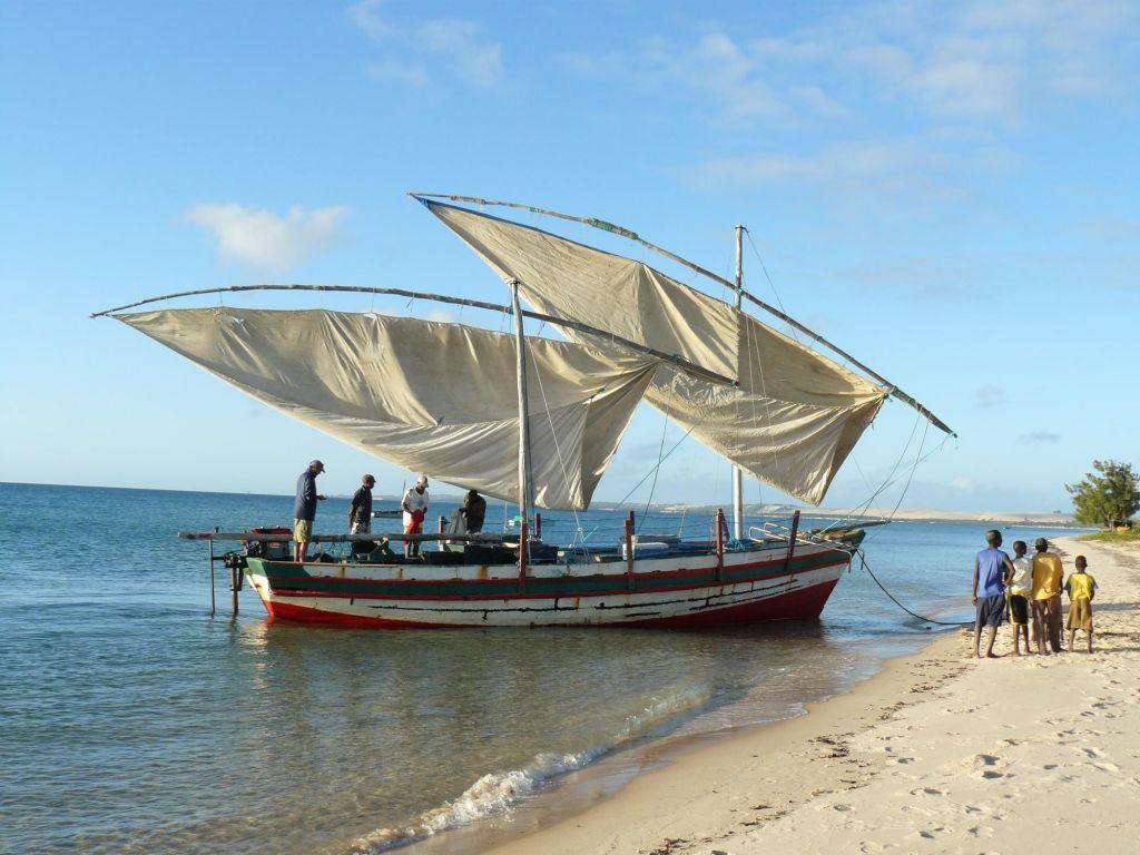 bateau traditionnel sur la plage
